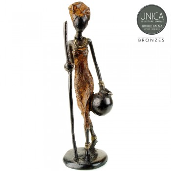 Beeldje Afrikaanse vrouw met waterkruik en stok