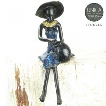 Afrikaans beeldje vrouw zittend titel Clarisse