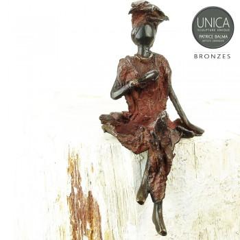 Bronzen beeldje zittende vrouw