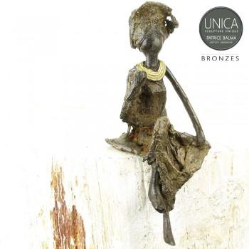 Afrikaans beeldje vrouw zittend titel Laurine